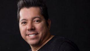 Morre cantor e compositor Louro Santos, vítima de Covid-19