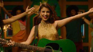Com clipe oficial, Paula Fernandes lança 'Jingle Bell & Natal Rock'