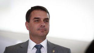 Willy Wonka tupiniquim? Flávio Bolsonaro viraliza nas redes sociais