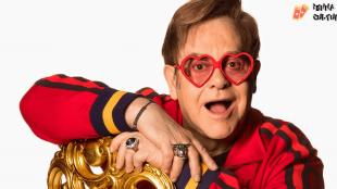 Fãs comemoram aniversário de Elton John