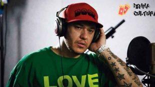 Fãs homenageiam Chorão oito anos após morte do cantor
