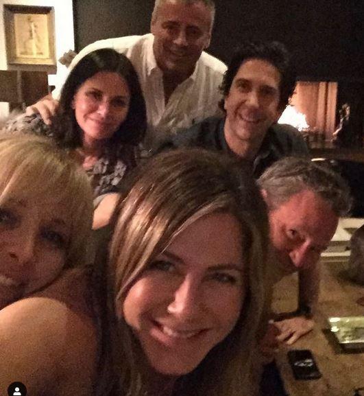 Jennifer Aniston e o elenco de Friends