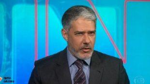 William Bonner apresenta o 'Jornal Nacional' de barba e vira assunto nas redes sociais