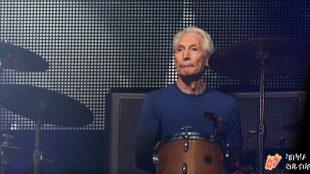 URGENTE: Morre Charlie Watts, baterista do Rolling Stones