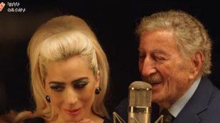Lady Gaga aparece emocionada cantando ao lado de Tony Bennett