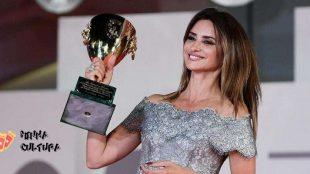 Penélope Cruz recebe prêmio de melhor atriz no Festival de Veneza 2021
