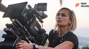 Saiba quem era Halyna Hutchins, diretora que morreu após tiro acidental