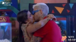 'A Fazenda 13': Festa tem 1º beijo entre Gui e Marina, briga e choro